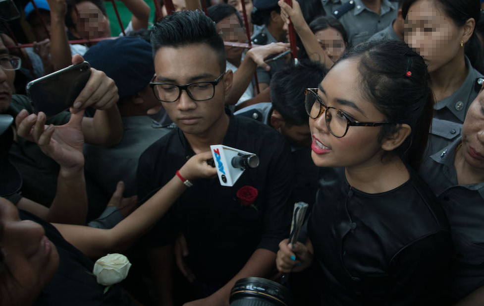Två av de dömda ungdomarna pratar med media