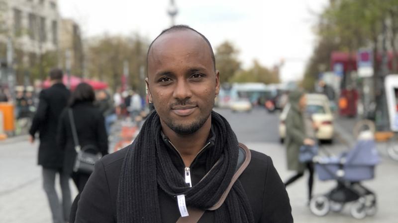Abdifatah Hassan Ali på en gata utomhus