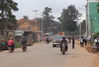 Trafikerad gata i Kampala, Uganda